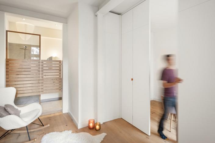 JAHN25_Bad_Wohnbereich_Küche_flexibleTrennwand